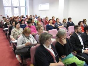 Pohľad na ľudí, ktorí mali chuť a záujem si vypočuť rôzne prednášky na danú tému. Patrí im naše ďakujem
