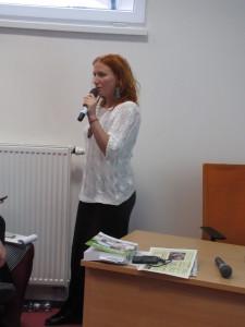 """Natália Sedlická (pôrodná asistentka, ČR) nás všetkých utvrdila v tom , že jej nechýba humor {video """"Jak jinak"""") a holistický prístup k ženám"""