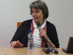 Pani Štromerová Zuzana tá komunikovať vie, nielen slovne. Jej komunikácia telom je presvedčivá ako jej slová.